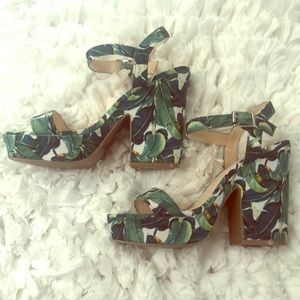 Gorgeous summer leaf sandals like new! Size 7